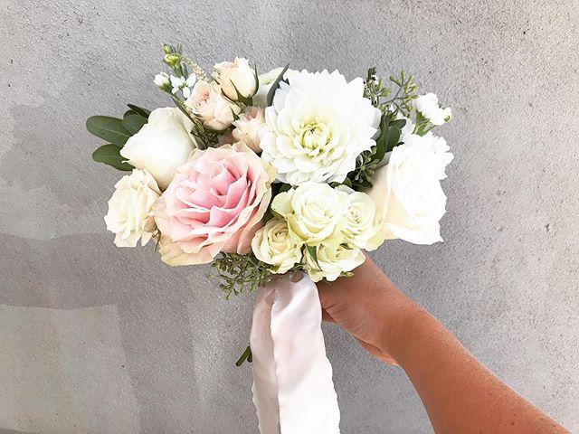 Bridesmaids Bouquet! This wedding wrapped up my summer weddings, now onto fall! 🍂🌿 . . . . . #wedding #weddingflowers #floral #bouquet #bridesmaids #bridesmaidbouquet #utah #utahwedding #florist #utalflorist #saltlakebride #utahbride #pink #summer #fall #flowers #utahweddingvendor