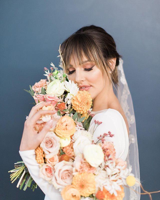 My feelings towards flowers. 😍🥰 Anytime @maddielizphoto puts something together, I KNOW it's gonna be magic. Always blown away! . . . . . #floral #flowers #bouquet #fallbouquet #fallwedding #utahflorist #utah #utahwedding #utahbride #saltlakebride #ldsbride #ogdenbride #wedding #weddingflowers #weddinginspo #floralinspo #bride #utahweddingvendor #lushfloralco