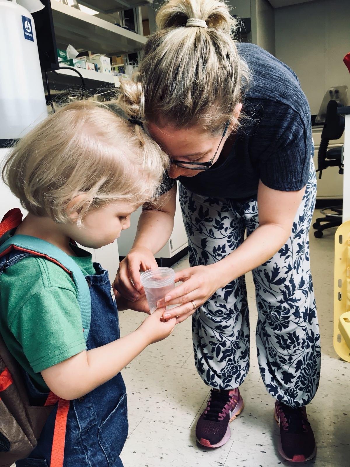 Sophia van Moorsel showing her son shrimps in the lab