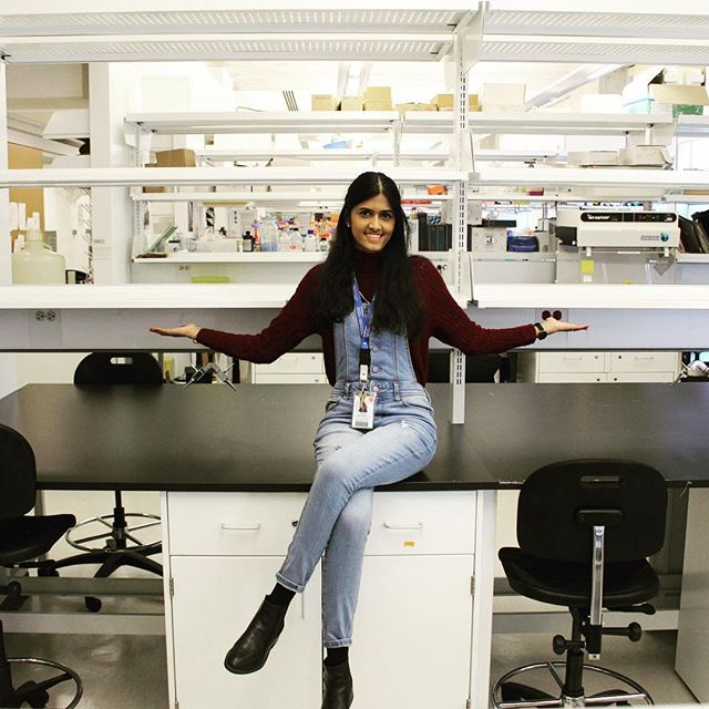 Hi everyone, welcome to my crib 🤗 . 📸: @kayku7  #science #molecular biology #scientist #STEM #gradschool #phd #phdlife #scicomm #labfashion #ootd