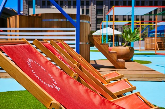 Summer in the city means lounging in a deck chair, soaking up the sun and sipping on a cocktail (or even taking a dip in a private pool!). Open until 9pm today for drinks from our friends at @kirin_au, @vodkao_official and @brownforman, and snacks from @easeys.at.reunionisland.⠀ ⠀ Level 3, Melbourne Central.⠀ .⠀ .⠀ .⠀ .⠀ .⠀ Photo thanks to @albertcomper⠀⠀ #reunionislandpoolclub #uphereswimthere #escapetothecity #melbourne #melbourneaustralia #melbournetodo #melbournelife #visitmelbourne