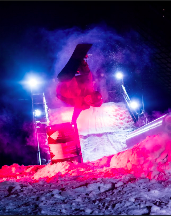 Viime vuonna lautasarjan voiton vei Saku Tiilikainen. Tänä vuonna mies on ollut suunnittelemassa tulevan Lumimaan settejä! Kuva: Simo Vilhunen
