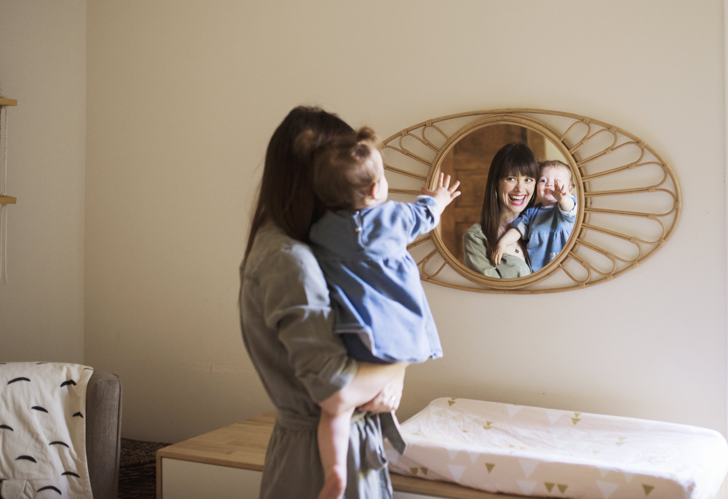 Seattle lifestyle photographer  mom and baby look in mirror