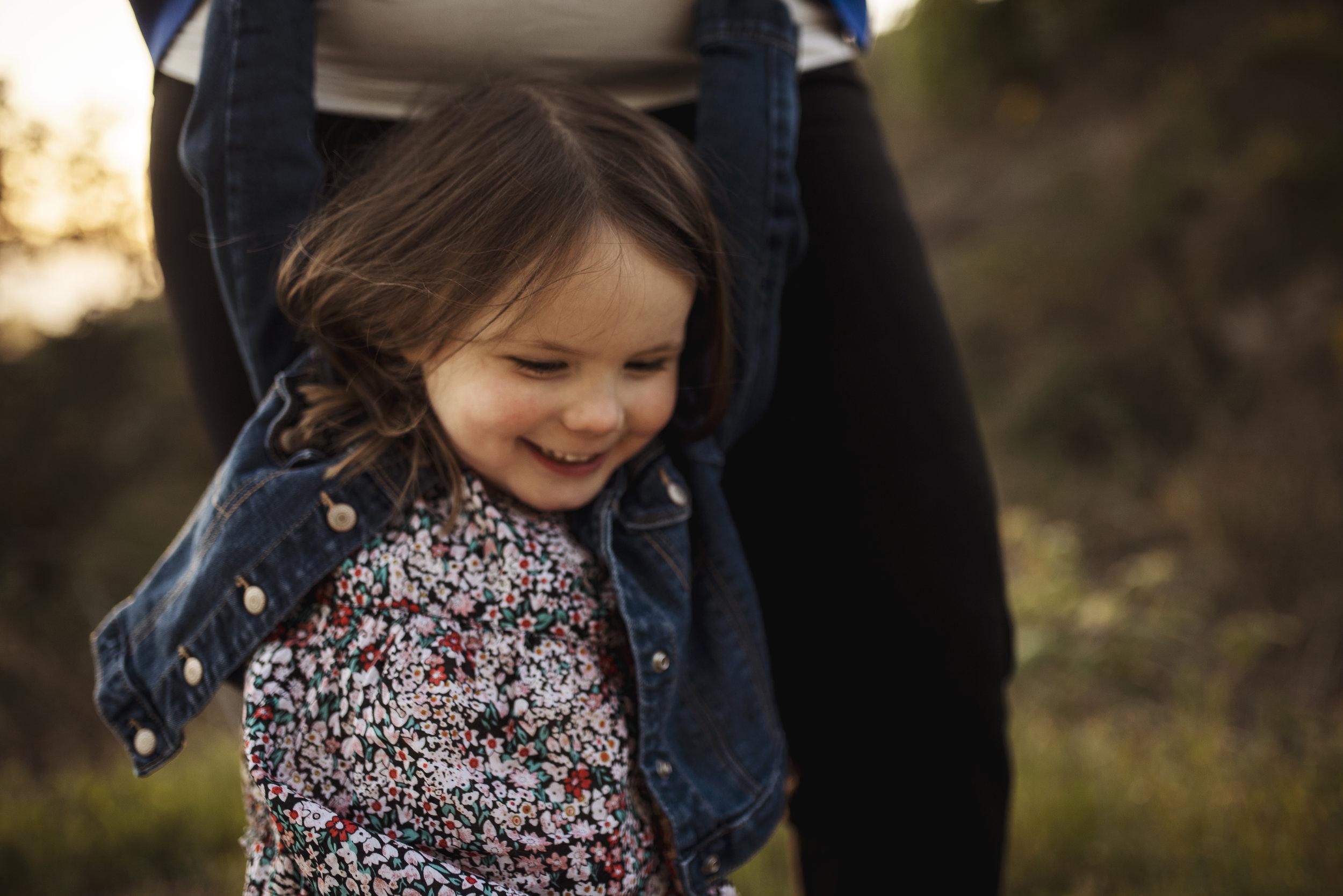 Lifestyle photographer Everett mom is swinging daughter