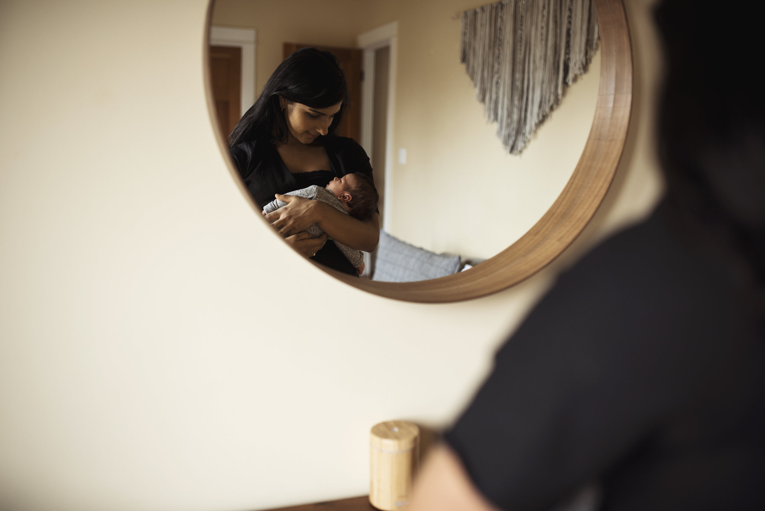 Seattle lifestyle photographer mom holding baby in mirror