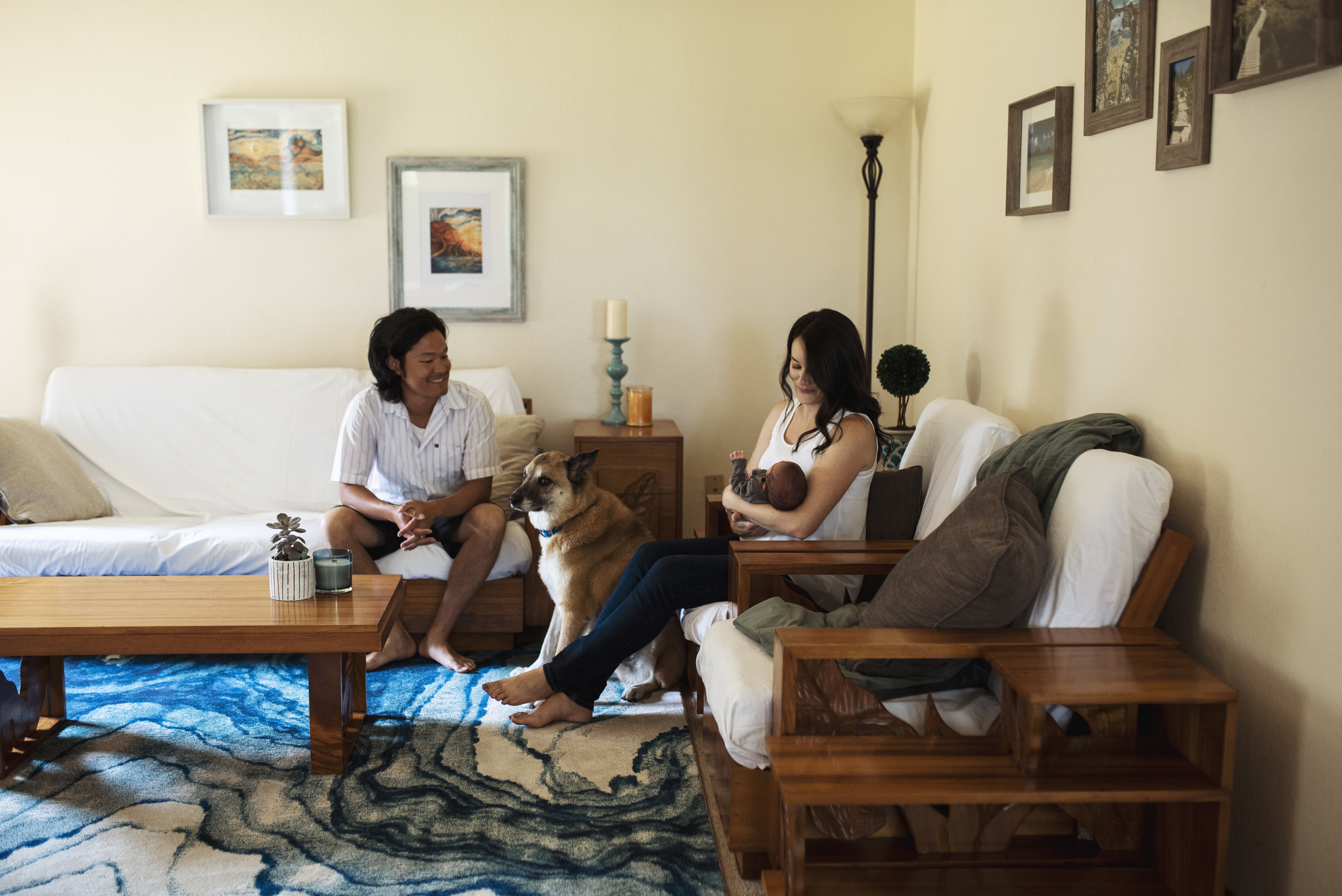 Everett lifestyle photographer family is in living room with dog