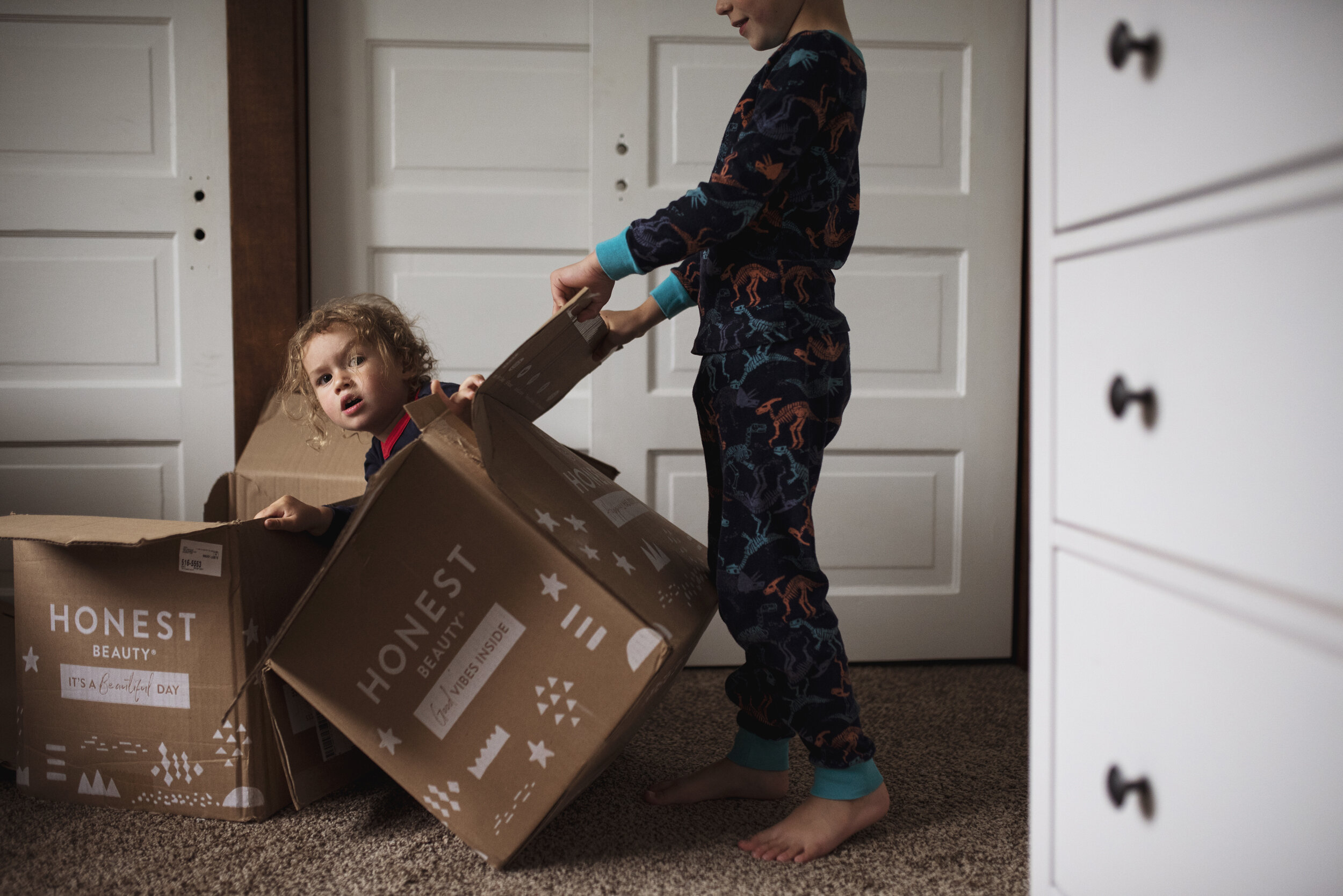 Seattle lifestyle photographer kids are playing in boxes