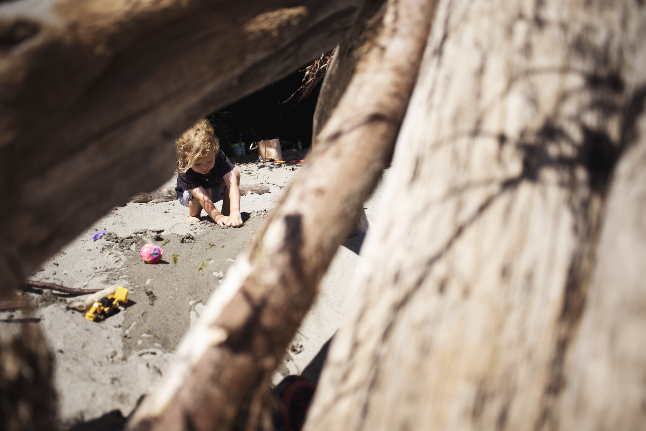 Seattle lifestyle photographer toddler playing on beach