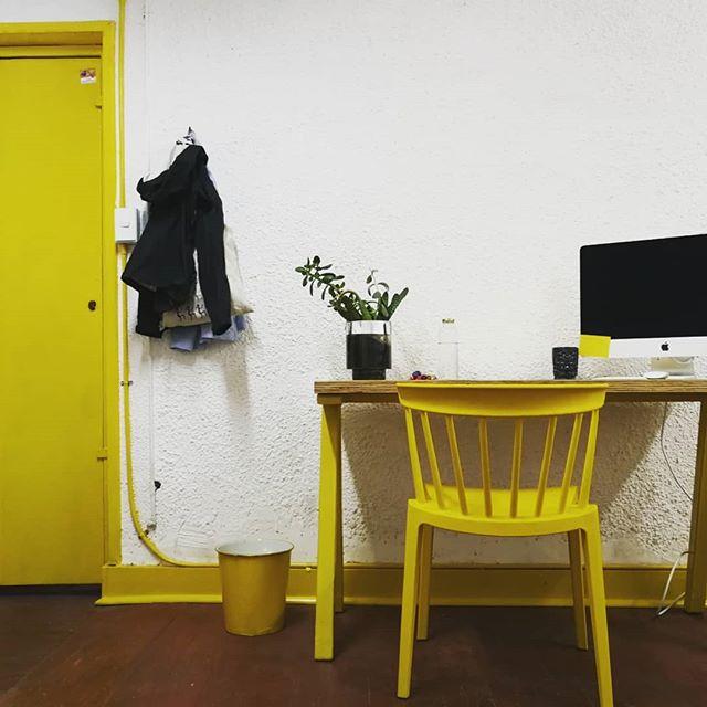 ⠀⠀⠀⠀⠀⠀⠀⠀⠀⠀⠀⠀ Feliz de tener un nuevo estudio 🎉 en @lacuevadelconejo ⠀⠀⠀⠀⠀⠀⠀⠀⠀⠀⠀⠀ Super desafío, donde diseñé y fabriqué los muebles 🙃 💪 La pintura y remodelacion fue posible gracias a la maravillosa ayuda de 😍 @basti + @maleocab y @dago.p + @sof.retamal 🙌 + la silla es de @asimetrika.cl muy secos ellos! Recomendadisimos. ⠀⠀⠀⠀⠀⠀⠀⠀⠀⠀⠀⠀ Ya todo esta tomando forma 💥 Invitadisimos todos los que quieran venir a visitar 🙃 ⠀⠀⠀⠀⠀⠀⠀⠀⠀⠀⠀⠀ - ⠀⠀⠀⠀⠀⠀⠀⠀⠀⠀⠀⠀ Super happy with my new studio in Santiago! 😍 New projects coming up soon!