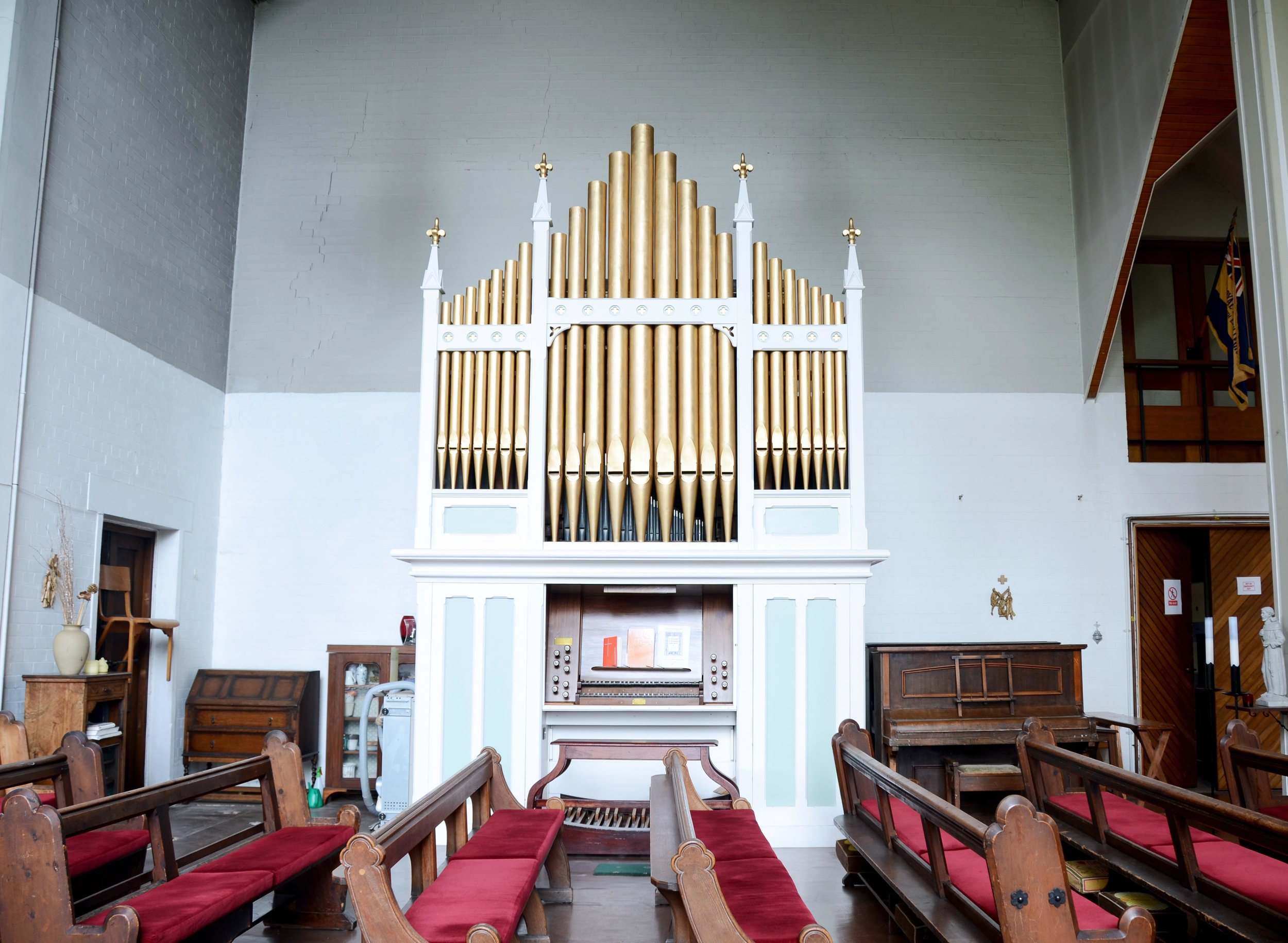 Mackworth Organ St Francis Church.jpg