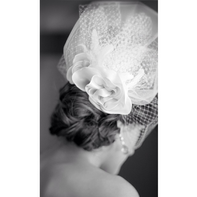 How long would you choose your veil to be? #veil #michaelfrancisphotography #headpiece #hat