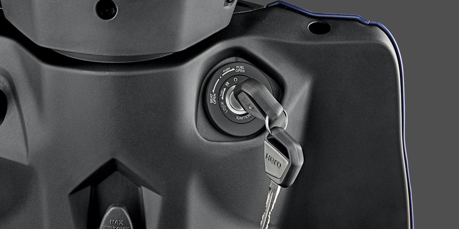 SISTEMA ANTI-ROBO - Llave con chip inteligente. La moto no puede ser arrancada sin que la llave inteligente le trasmita de manera cifrada el código de arranque al motor.