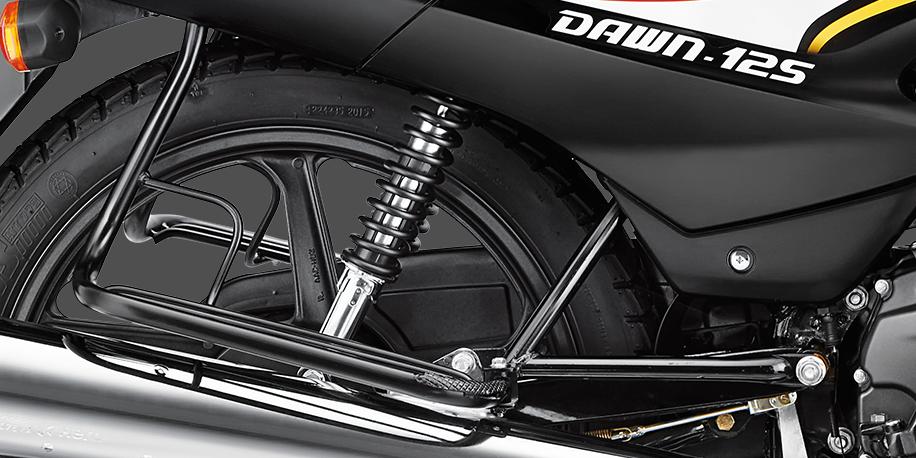 AMORTIGUADORES - Amortiguadores ajustables a 5 posiciones, acoplándose a los malos caminos o a carga adicional a la motocicleta. Le da al piloto un manejo cómodo.