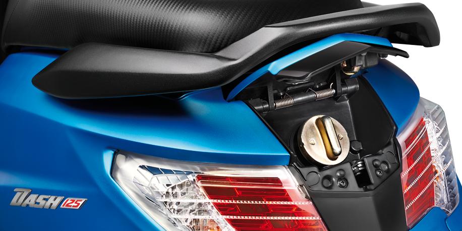 TANQUE EXTERNO - No es necesario bajarse de la moto en la gasolinera, se activa fácilmente desde la chapa de arranque.