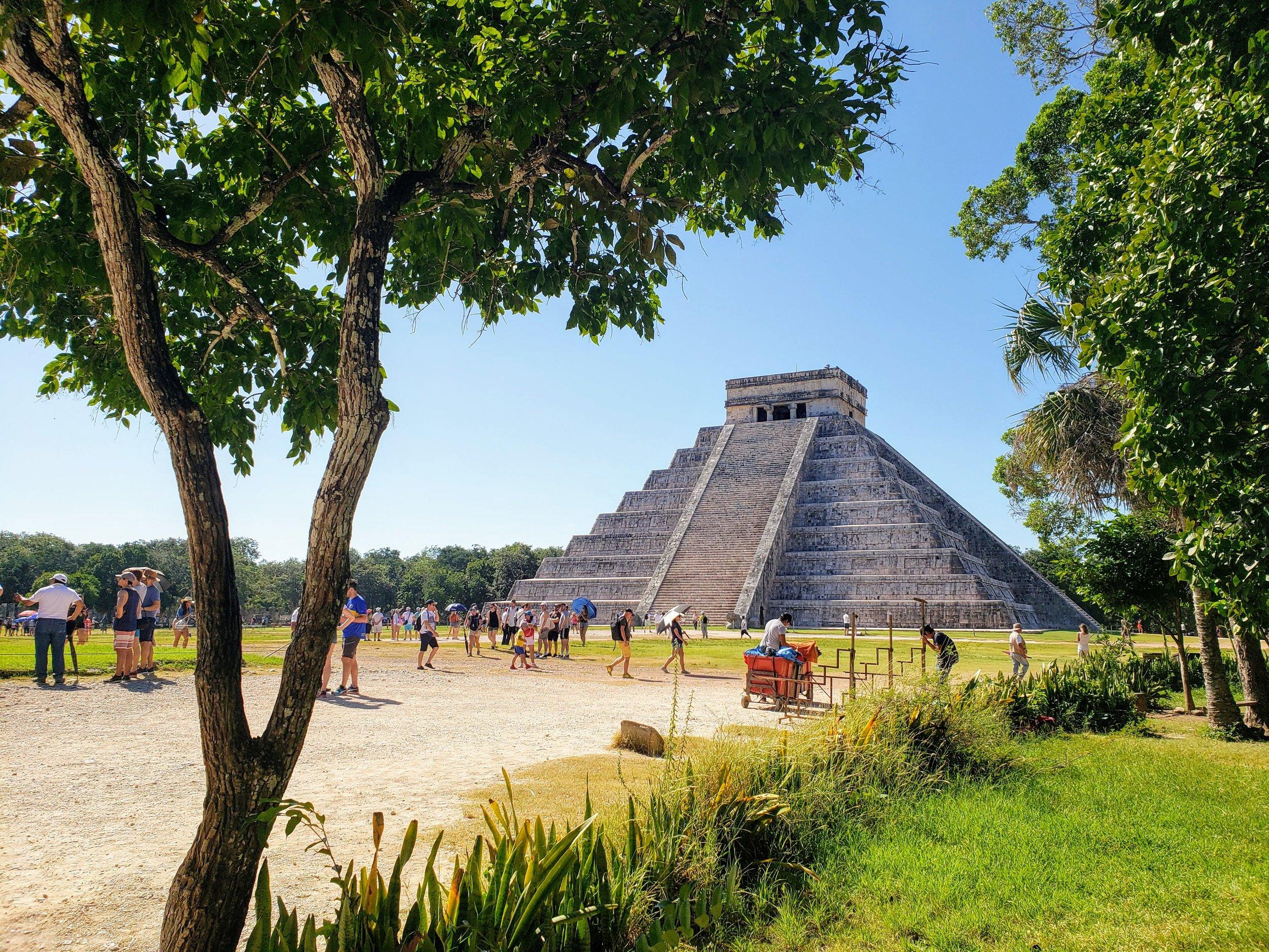 Foto tomada por mi a Kukulkán en Chichen-Itzá, México. Una de las 7 Maravillas del Mundo
