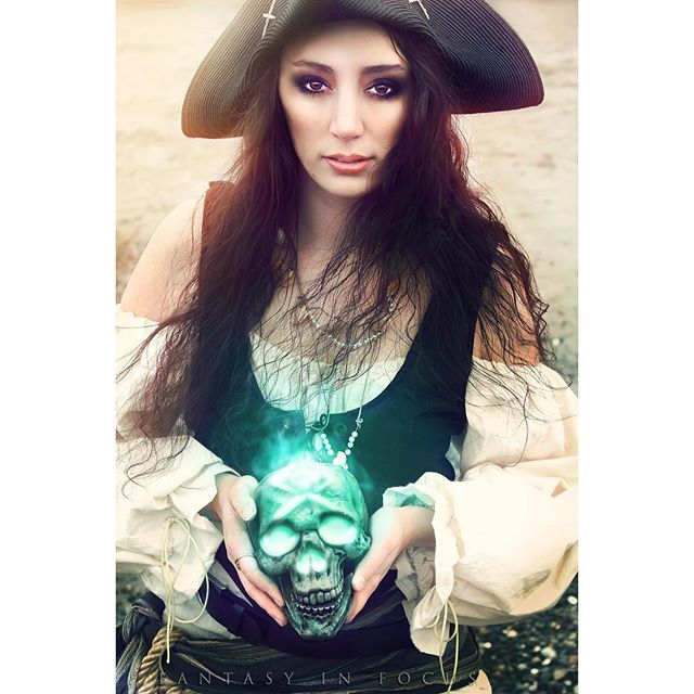"""The world is changing, new dangers there be.."" • Model/Styling: @ladyfeyat  Photo/Edits: @fantasyinfocus • So excited about how these photos are turning out! My collaboration with @ladyfeyat was so fun to shoot! As a #twitch streamer playing #seaofthieves Fey is super creative and always up for something fun-even if that means going to find a beach in Washington in winter. • Be sure to catch her steam today (Sunday