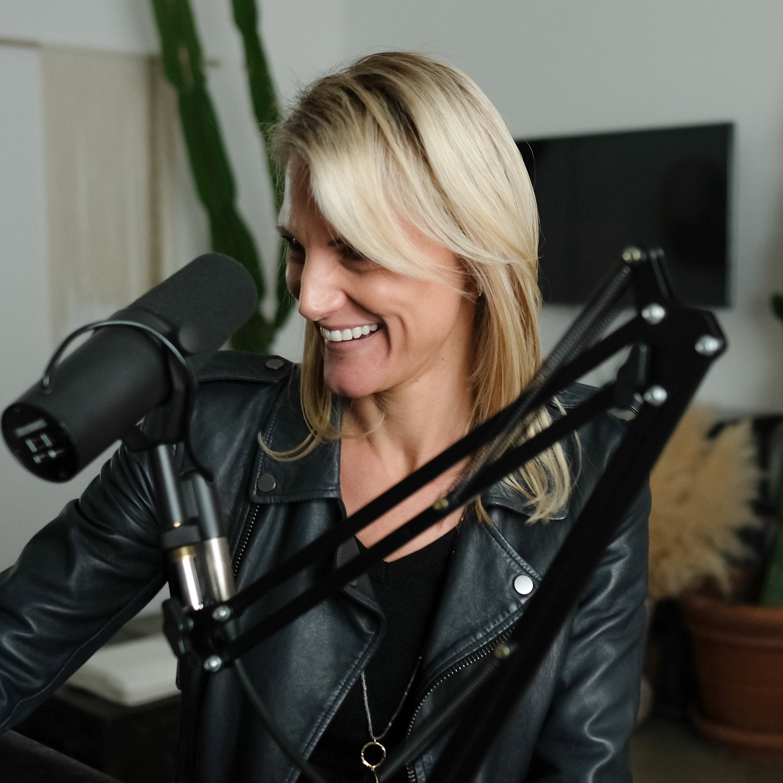 Podcast Host/Celebrity Vocal Coach: Valerie Morehouse
