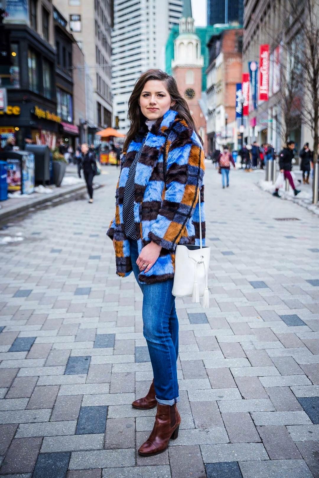 Coat:    Monki via ASOS     Top: Michael Kors (out stock), similar    here    and    here     Jeans:    Madewell     Shoes: Saks Off Fifth (out of stock), similar    here   ,    here   , and    here     Bag: Forever 21 (out of stock), similar    here     Photographer: @salma_kil