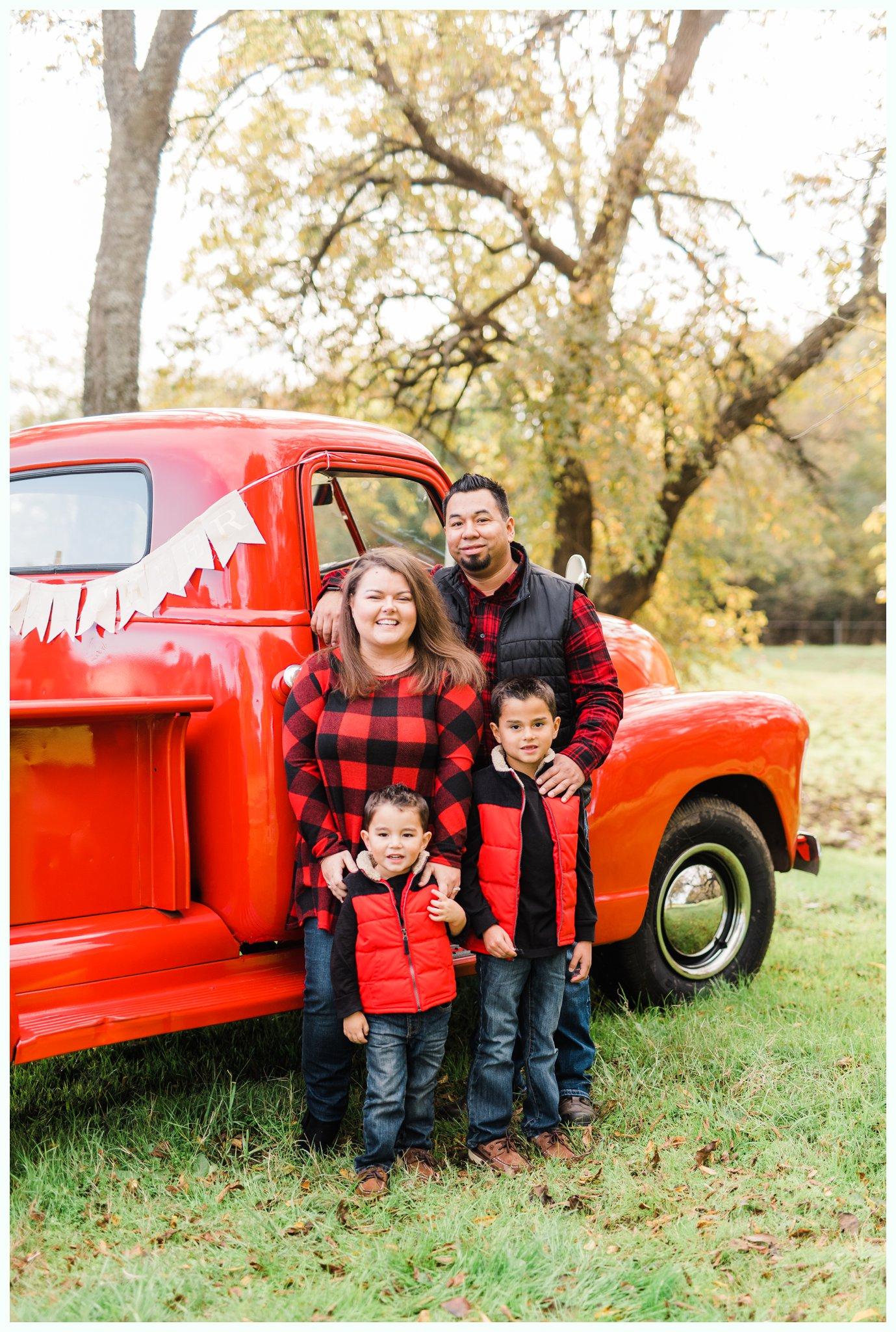 Vintage Truck Mini Sessions_3234.jpg