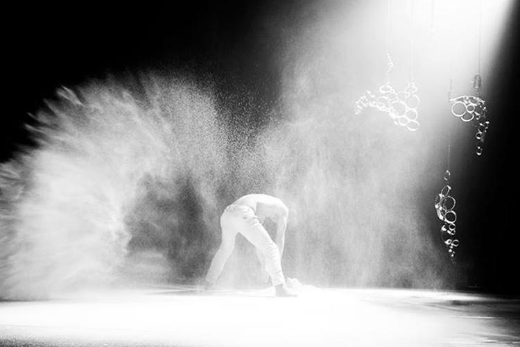 Photo: Erika Hebbert  Choreography:  One theme on a beautiful thing  by Christopher Arouni and Jon Filip Fahlstrøm Bærum Kulturhus 2017