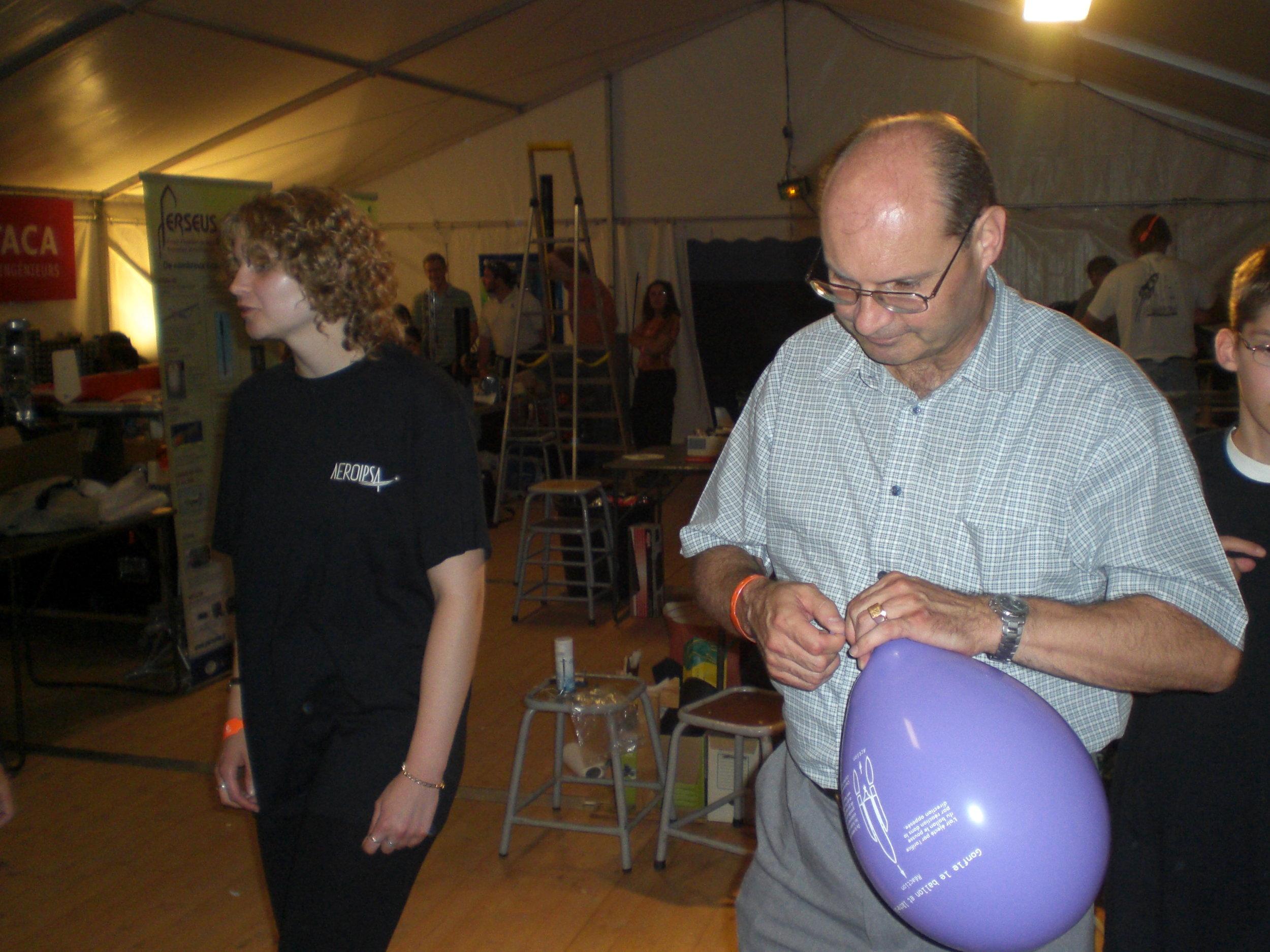 100-Mr Blin et son ballon.JPG