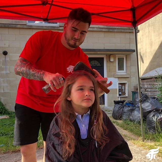 💇‍♀️ A massive thank you to @EddieStreetCuts who kindly donated his time to join us at a community session and cut local families hair for free!