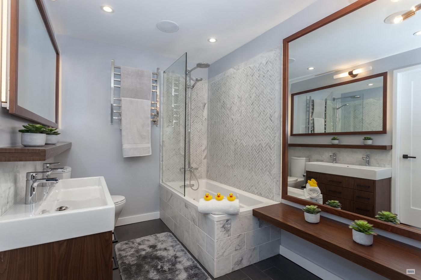16486854-6-Bathroom.jpg