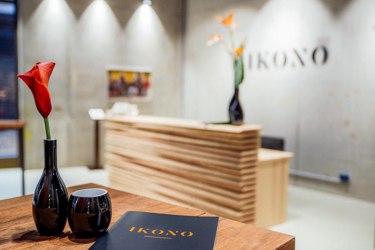 Das Erlebnis beginnt am Eingang   Besucher erwartet ein stimmungsvoll eingerichteter Store, hochwertige Ausstellungsstücke und ein charmanter Duft nach der Manufakturwelt von IKONO.