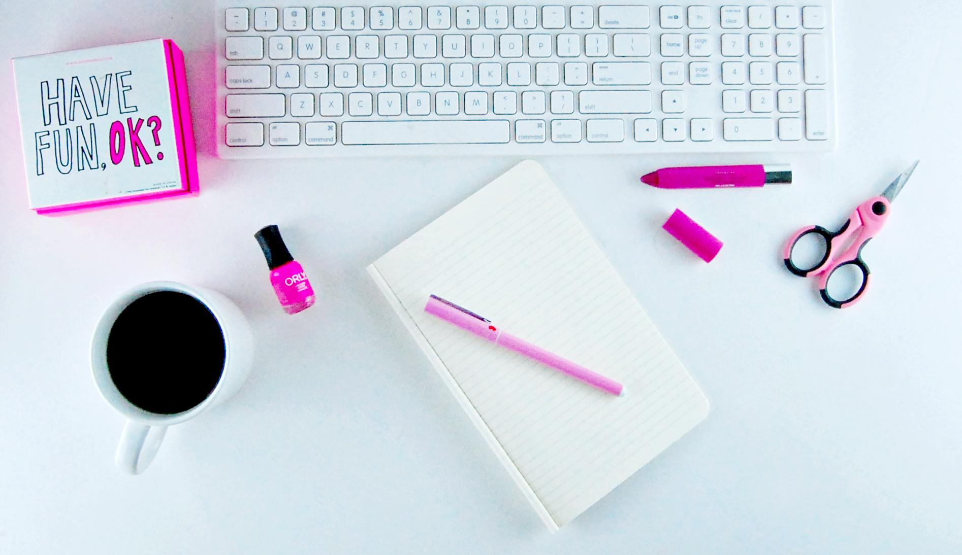 pink_desk_layout.jpg