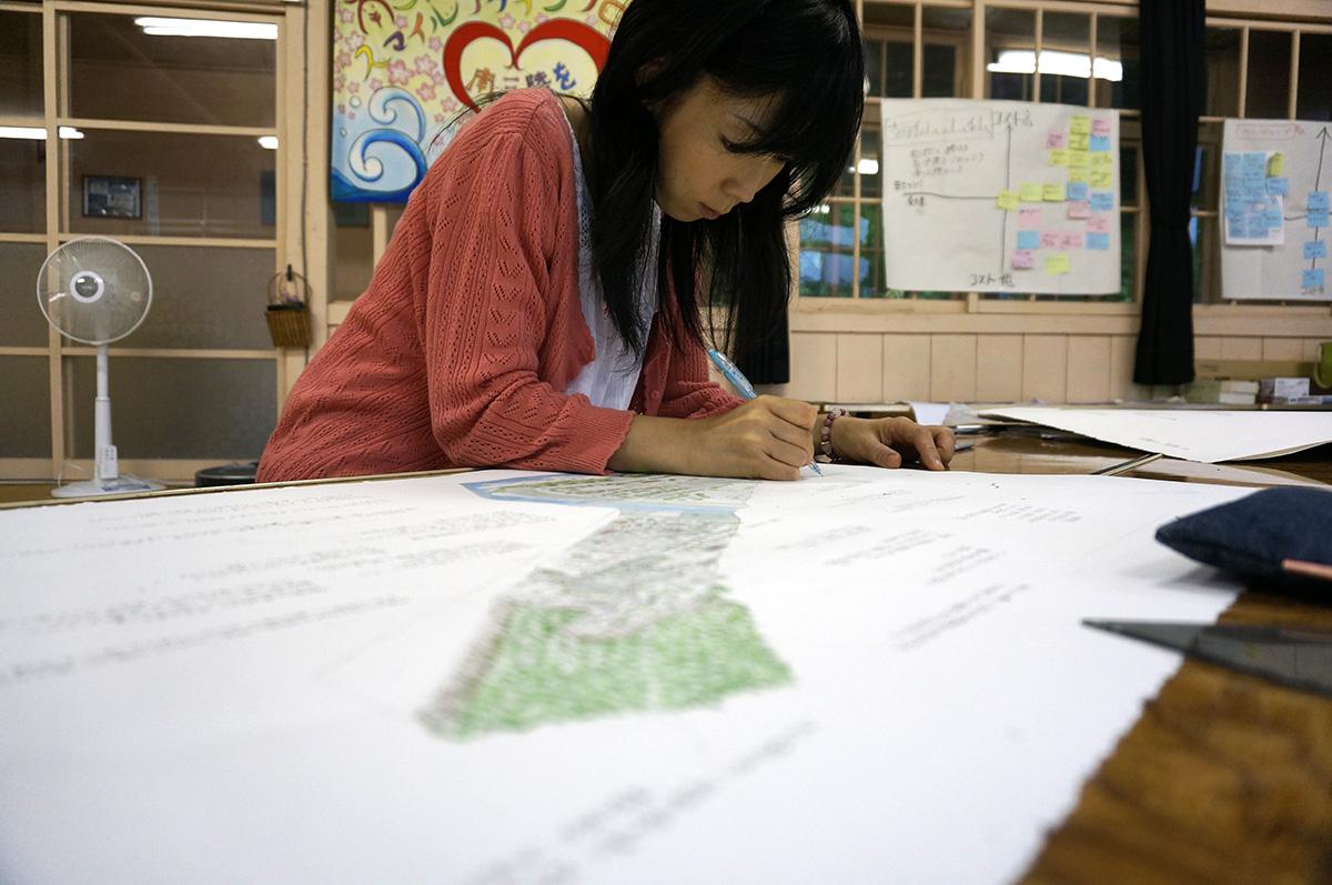 Minami Sanriku resident, Kudo-san commenting on her transect drawing.