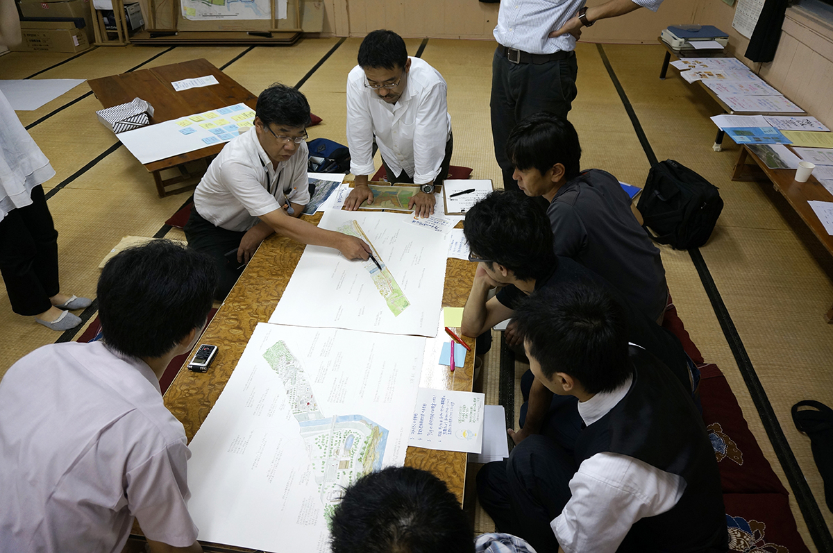 Drawings used to discuss issues of park reconstruction in the 6th Kamome Park Community Group meeting.