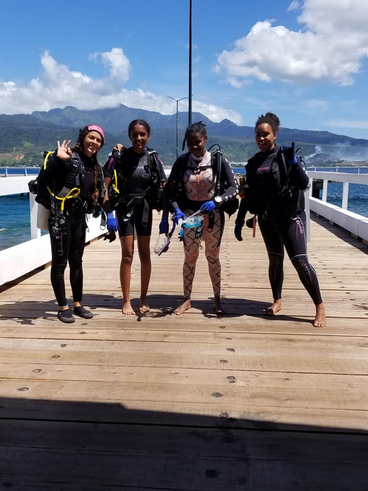 kayla shayla alisha joy dive against debris adopt a dive site project aware.jpg