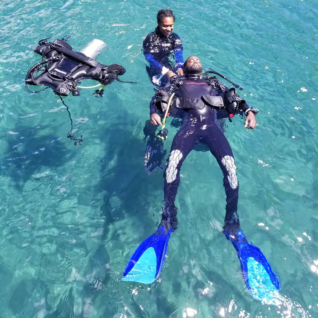 Our Divemasters Donna & Nickroy demonstrating a rescue scenario in Toucari Bay