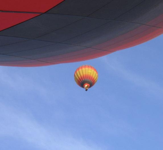flying- hot air balooning - beyond dubai.jpg