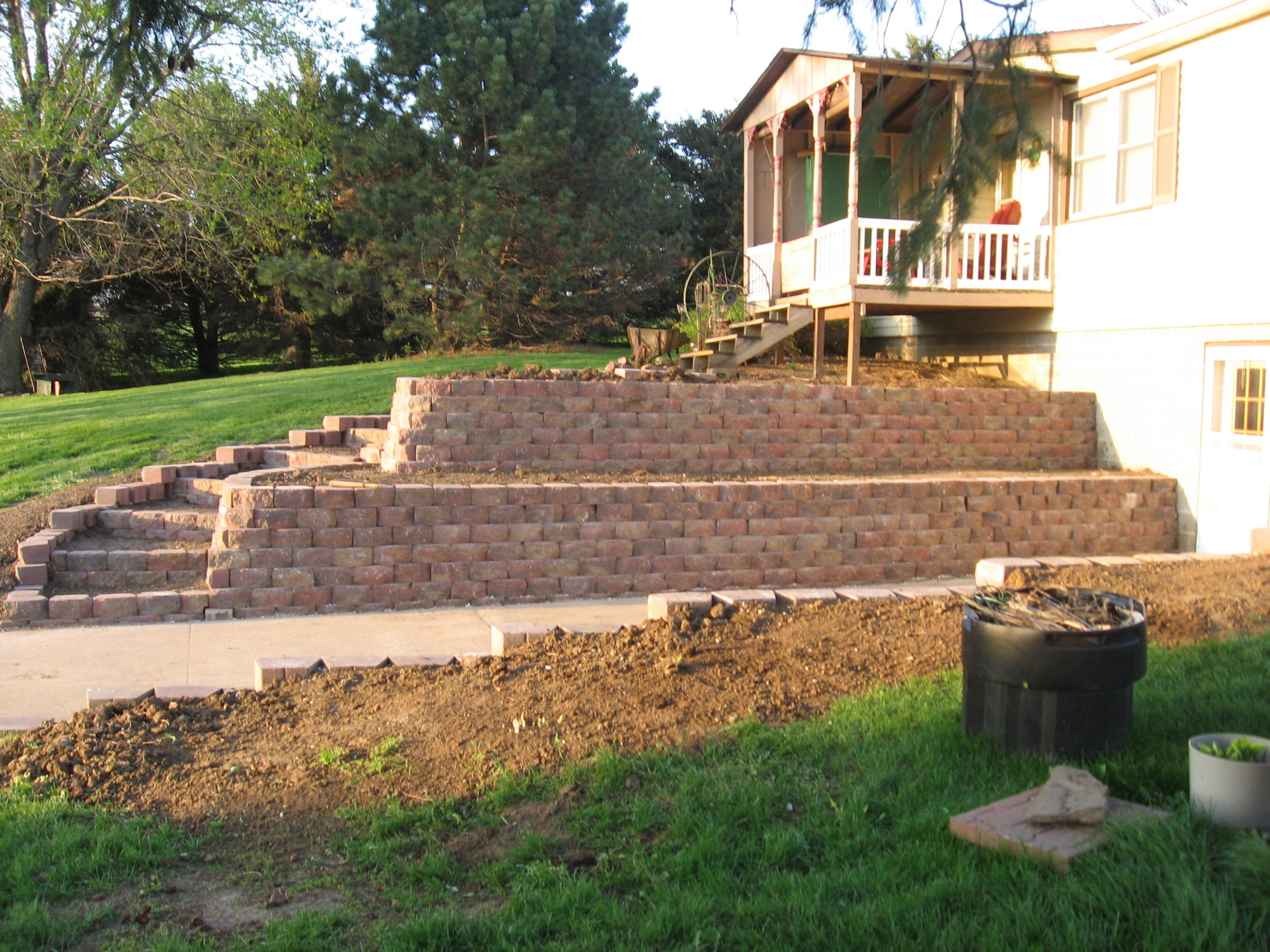 Two-tier retaining wall
