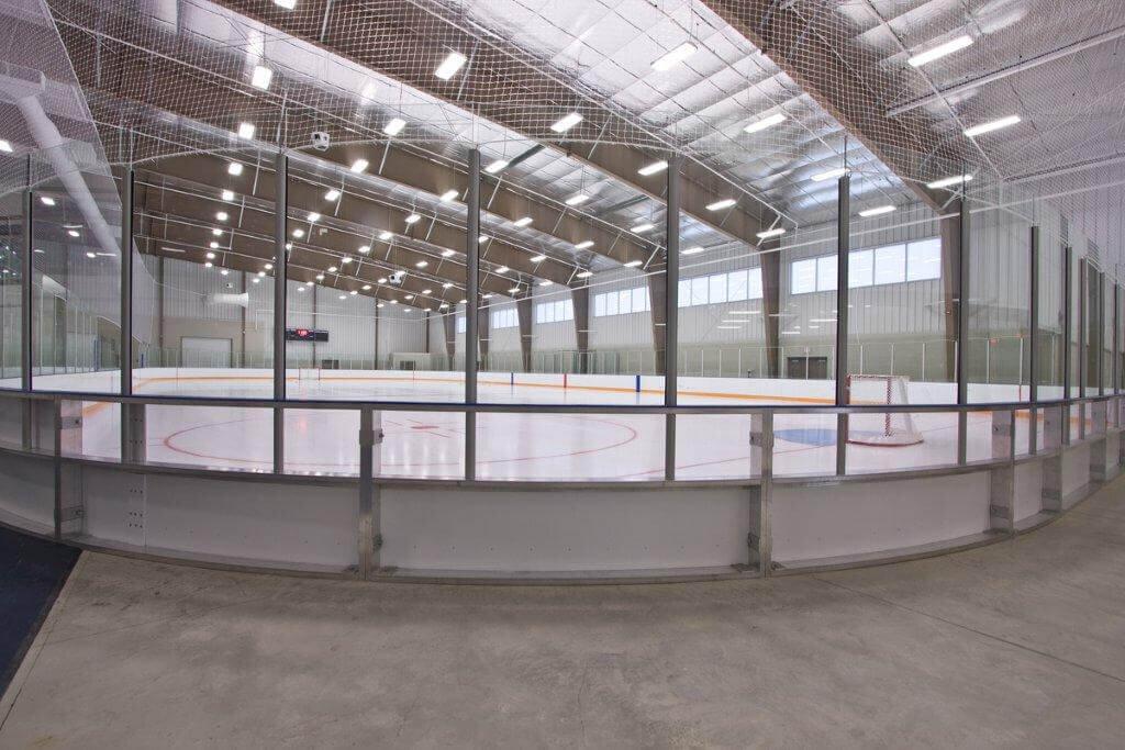 Main_hockey_rink_clear_corner_boards_close_view.jpg