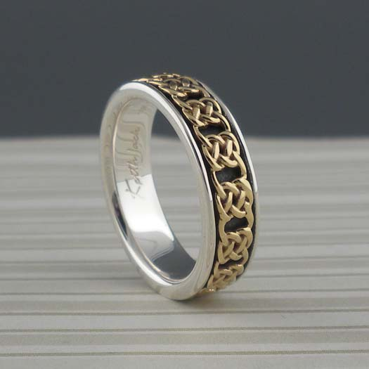 Narrow Gate Knot Wedding Ring