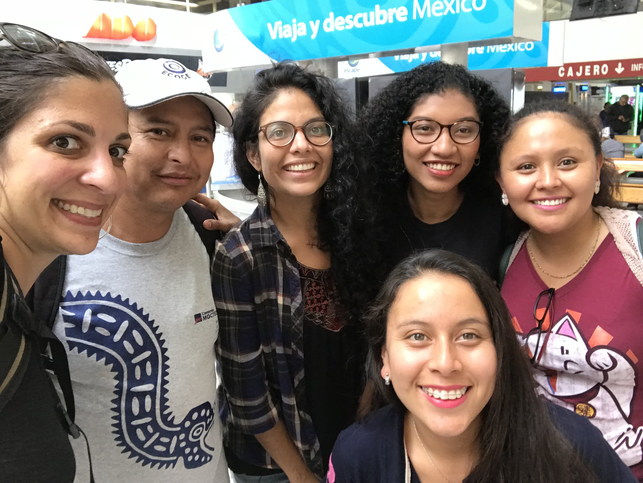 Me, Gaby and Karen before leaving Xalapa. Félix and Kelly came to send us off!