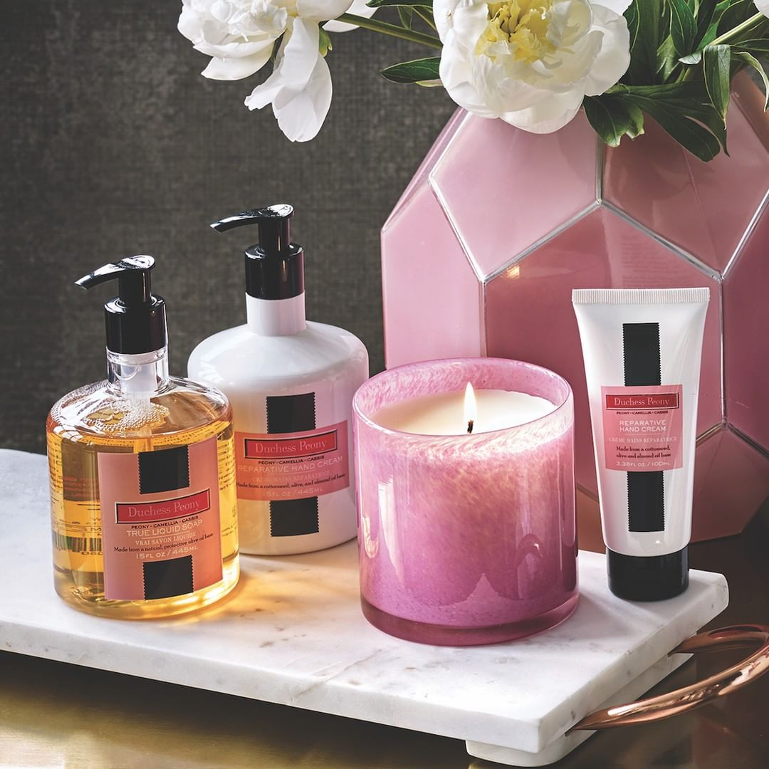 Duchess Peony: Pink rose and peony blossom are sprinkled with a sparkling blend of cassis berries, camelia and powdery musk.