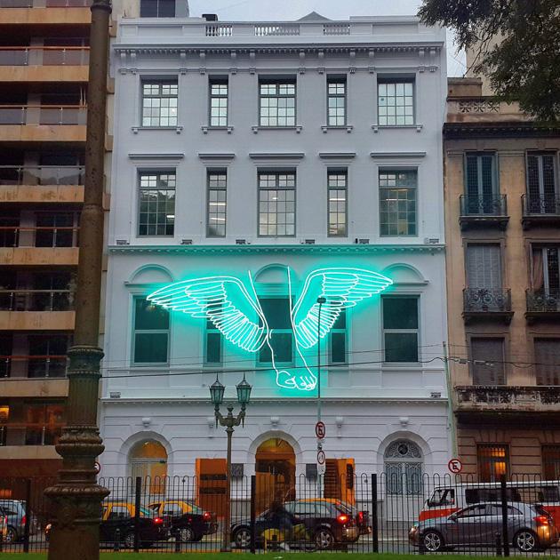 Hermes the messenger (Intervention Espacio Fundación Telefónica, 2014-2015). Installation with neon glass, 560 x 1100 cm