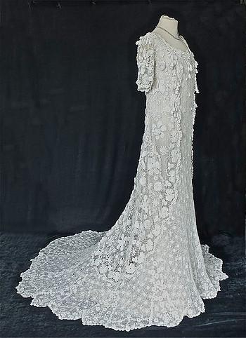 Vintage Irish Lace Wedding Dress.    Google   .