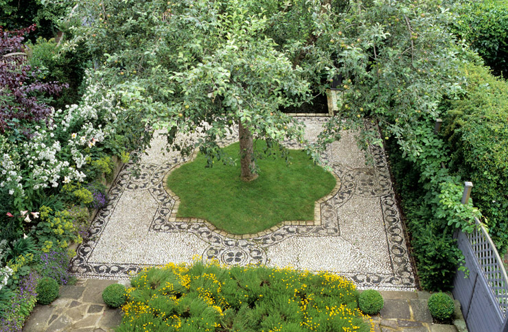 Pattern richness, symmetry, lush aromatic plant material, and a tranquil pool overflow in Lucy Sommers' Modern Moorish Garden. Retrieved from http://www.lucysommersgardens.com/garden-designer/moorish-garden/