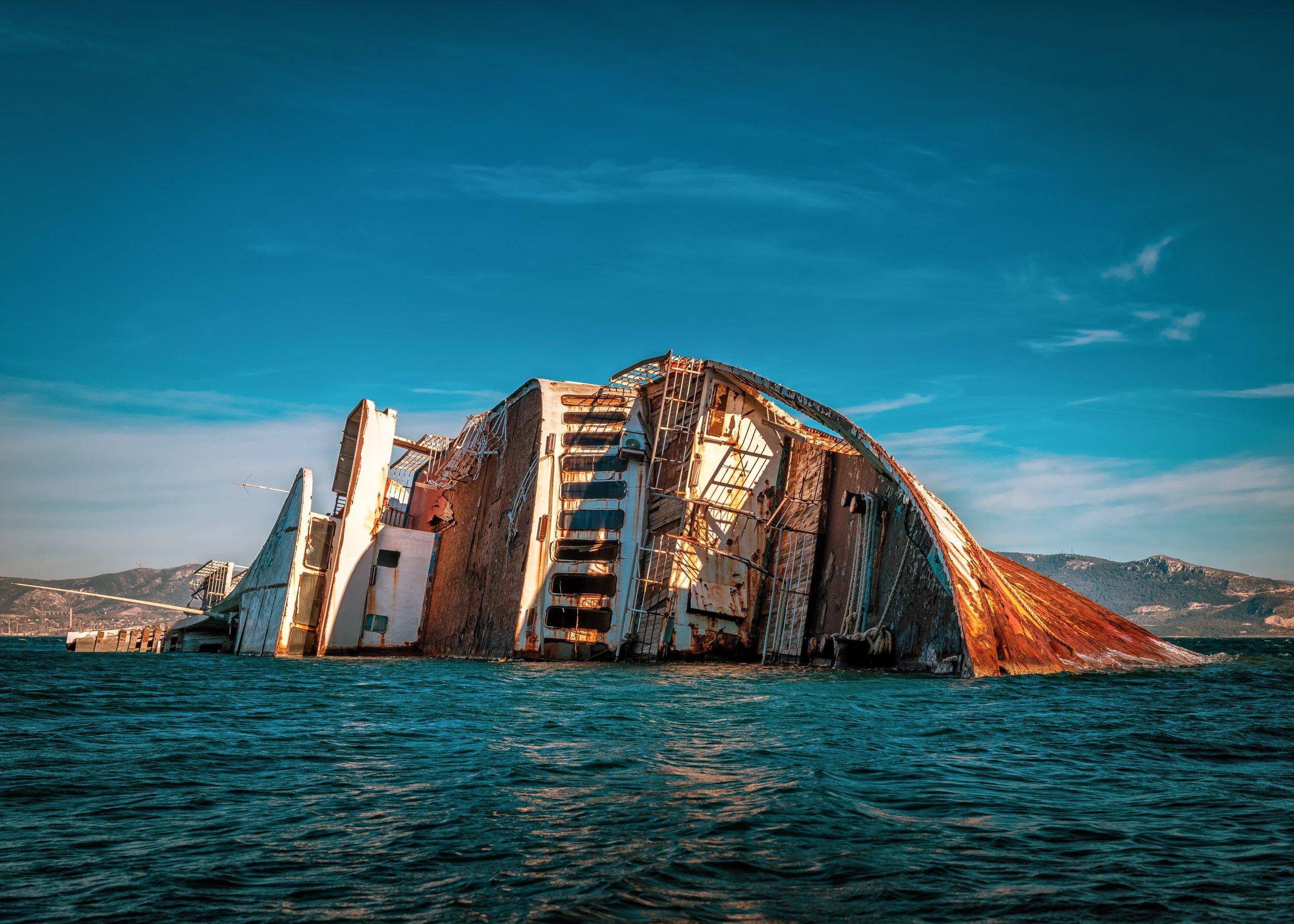 ocean-sea-shipwreck-2056194.jpg