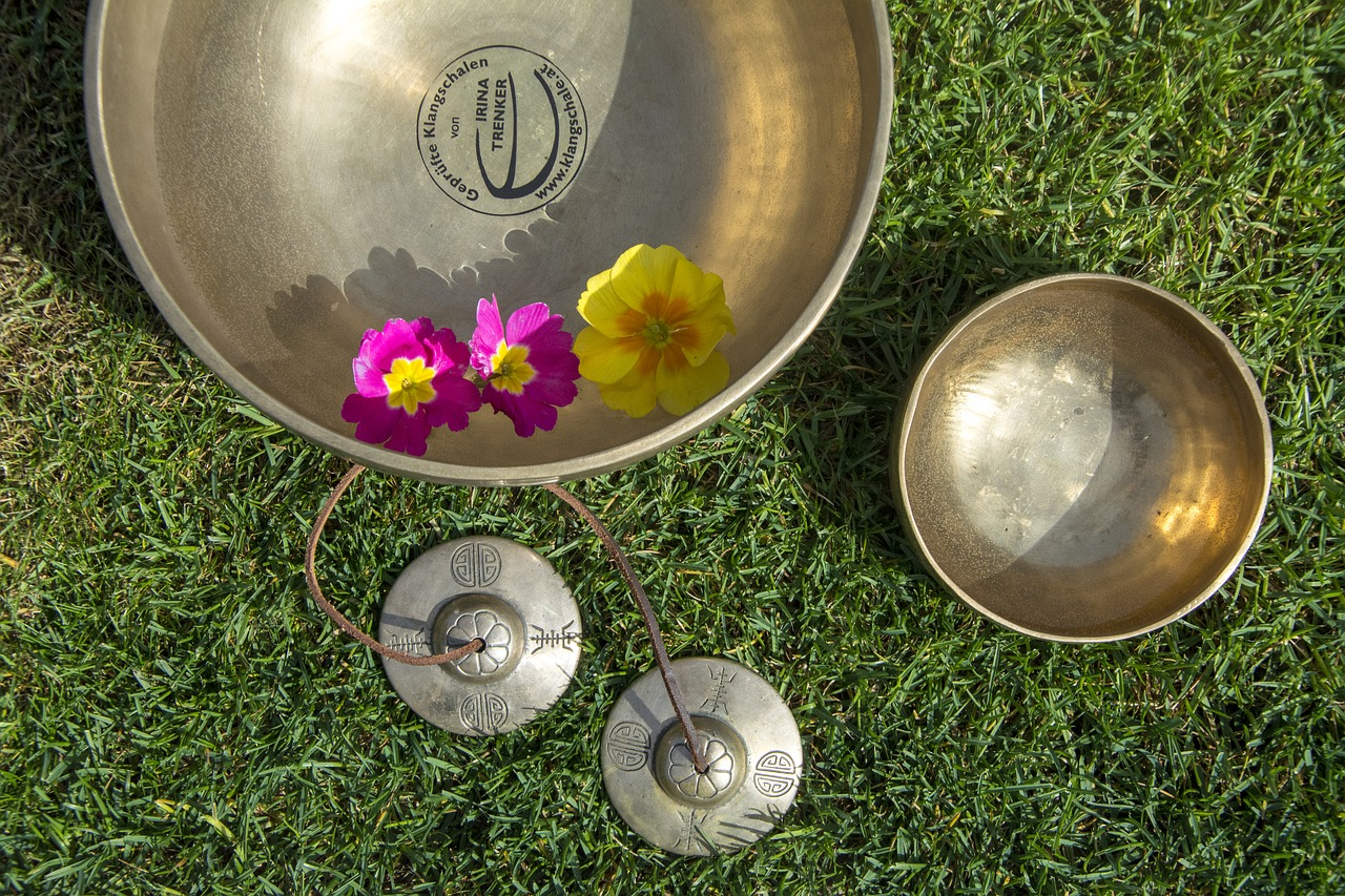 Drifting on Sound Waves - Relaxing and Healing with Singing Bowls