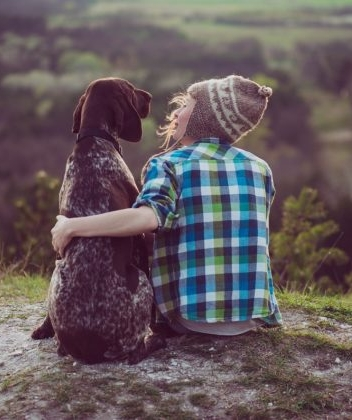 Woman-and-her-dog-posing-outdo-125234645-560x420.jpg
