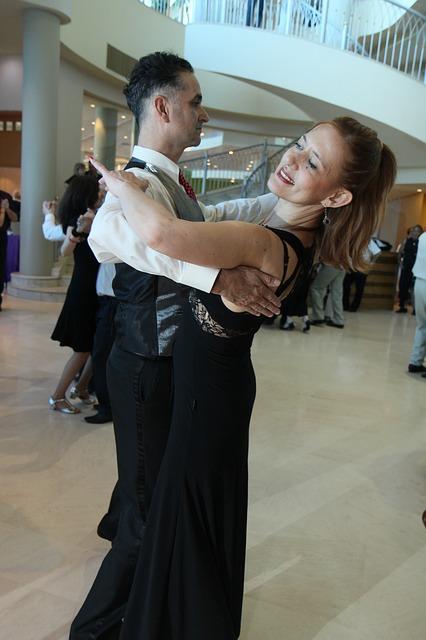 waltz-1039385_640.jpg