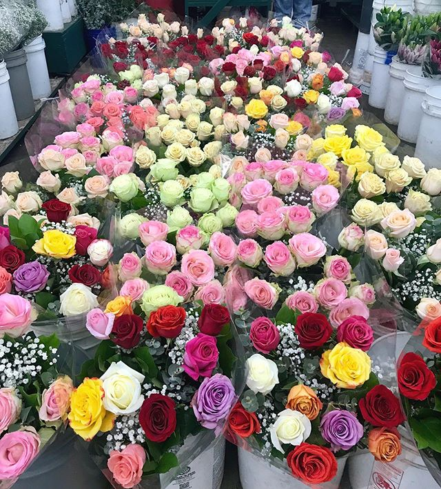 💐Respect to all the señoras and mothers posted selling flowers! Respect to all the moms who sacrifice all they have to make us thrive ! For those with mother wounds and those battling infertility we love and respect y'all too !! Maternal love comes in all shapes💐