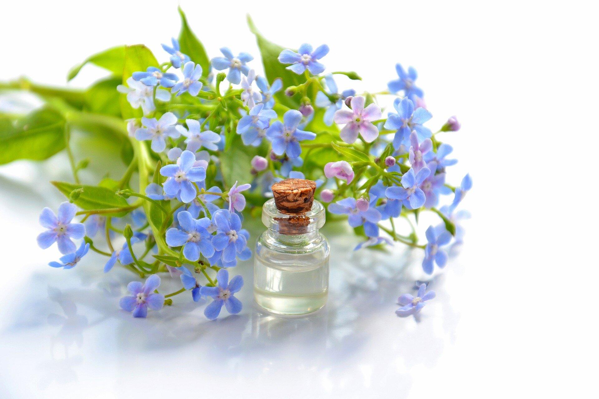 cosmetic-oil-3493928_1920.jpg