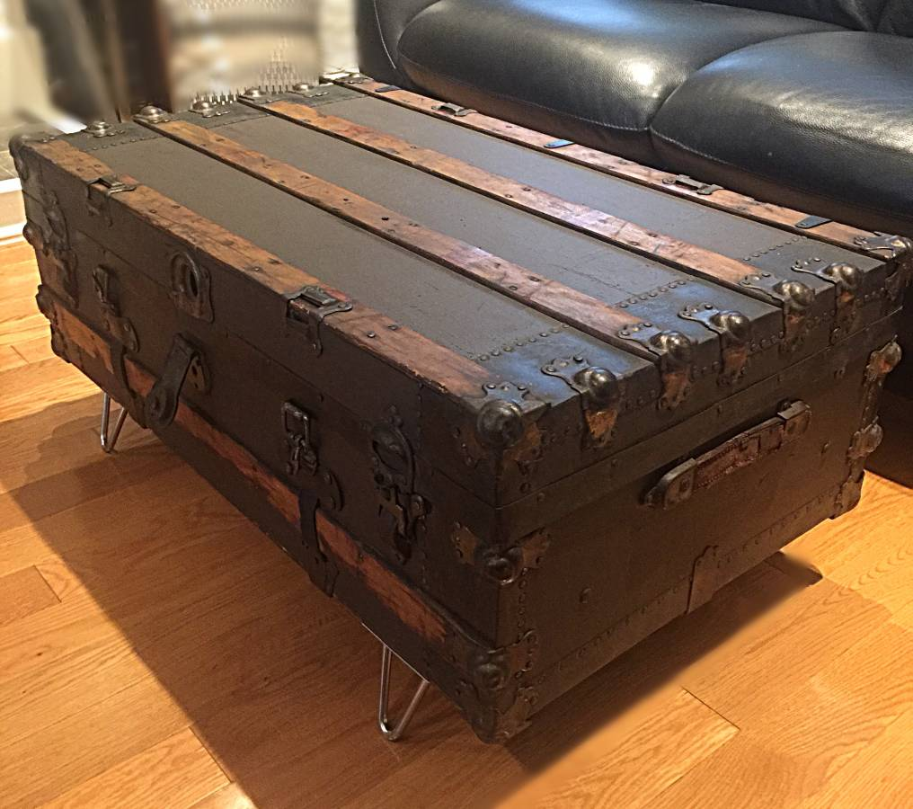 Seventh and Oak - Craigslist Finds - Vintage Trunk.jpg
