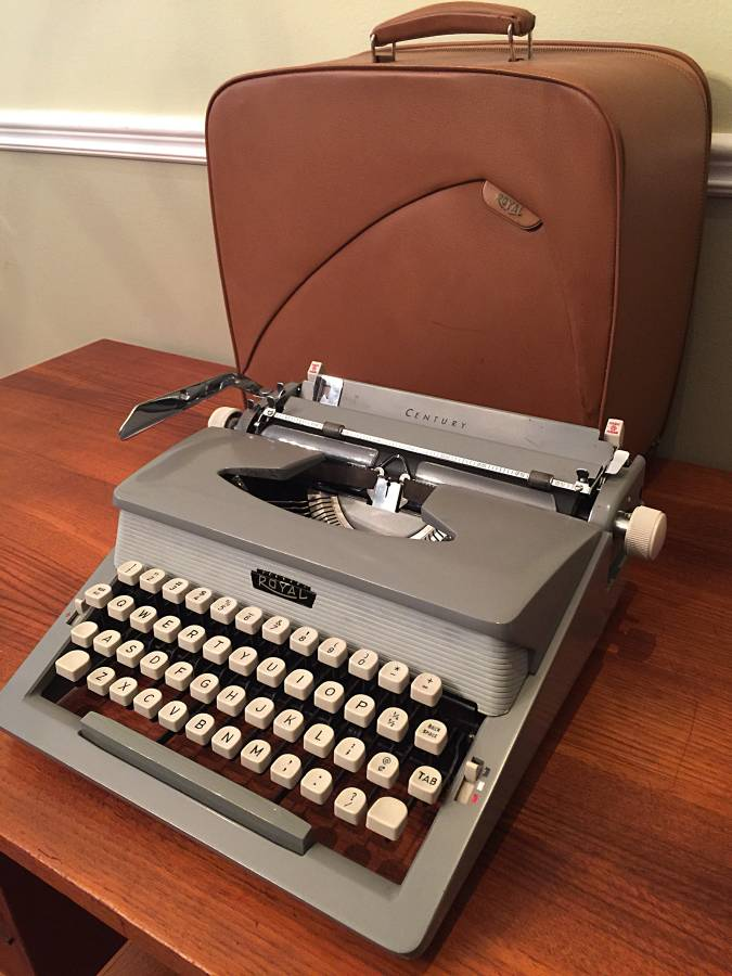 Seventh and Oak - Craigslist Finds - Typewriter 3.jpg
